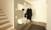 Raumhohe schiebet ren zum treppenhaus von boldt innenausbau for Garderobe treppenhaus